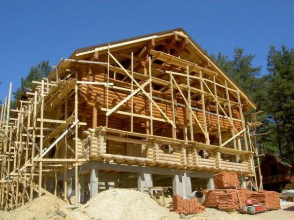деревянный дом: брусовый или бревенчатый
